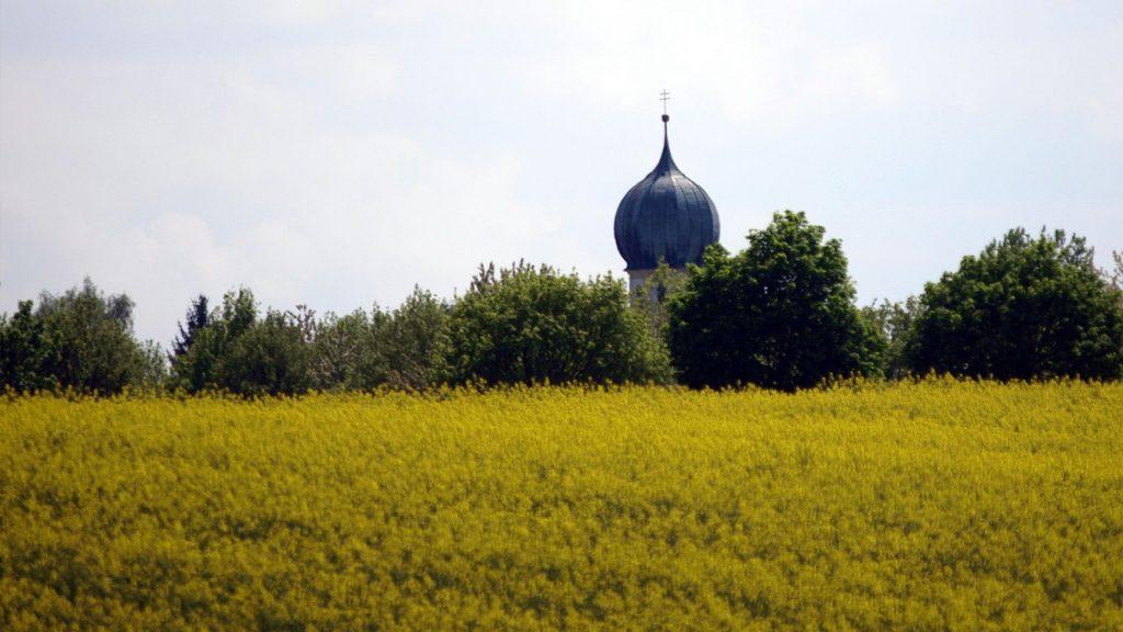 Kirchturm von Großberghofen bei Erdweg im Dachauer Land